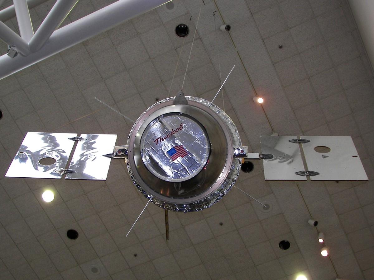 ancient spacecraft on moon clementine satellite - photo #31