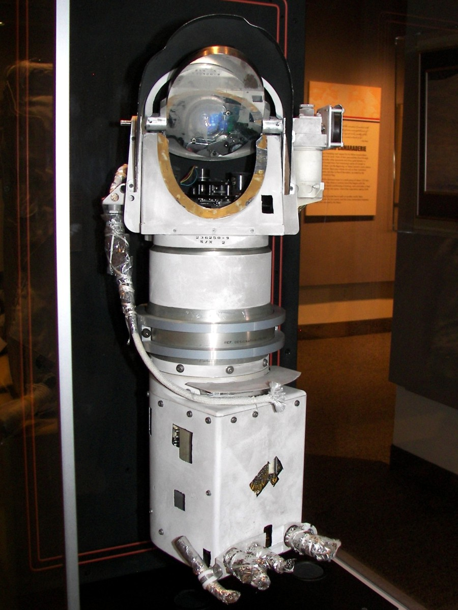 http://historicspacecraft.com/Photos/Probes/Surveyor-3_NASM2009RK_3.jpg