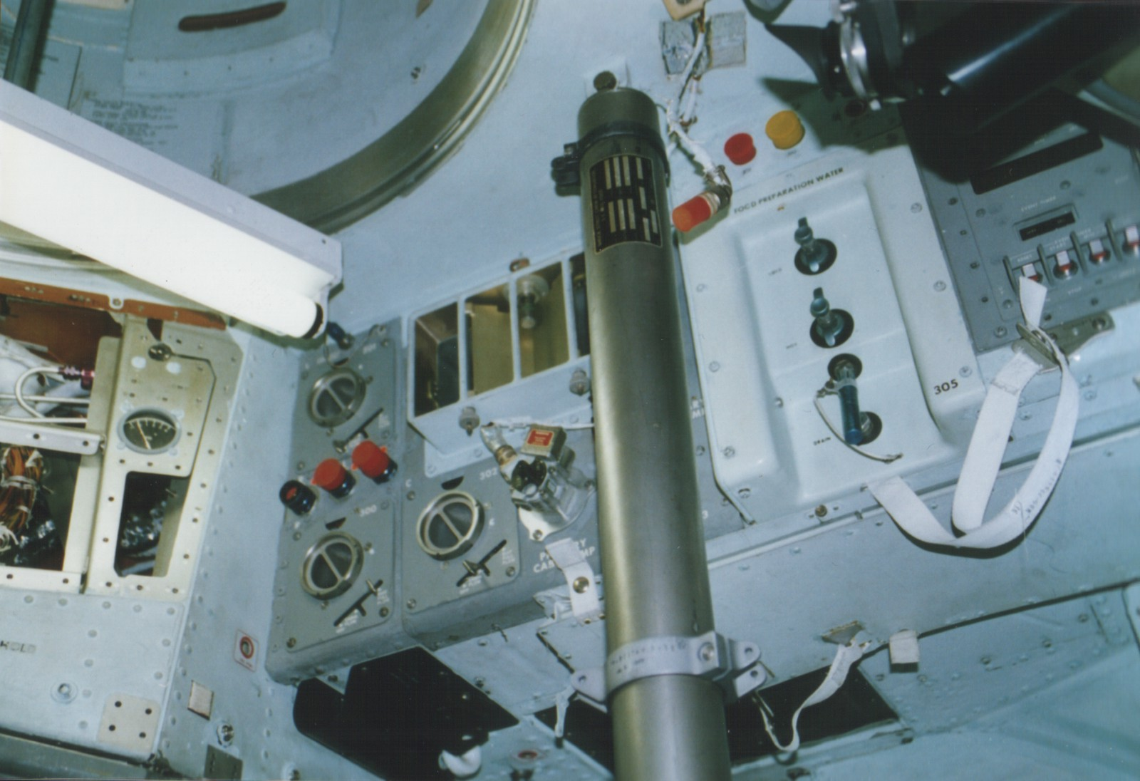 the historic docking of the apollo and soyuz capsule in space Spacecraft and x-plane models rendezvous in space (apollo/soyuz test project in a smithsonian national air and space museum nasa skylab and apollo capsule.